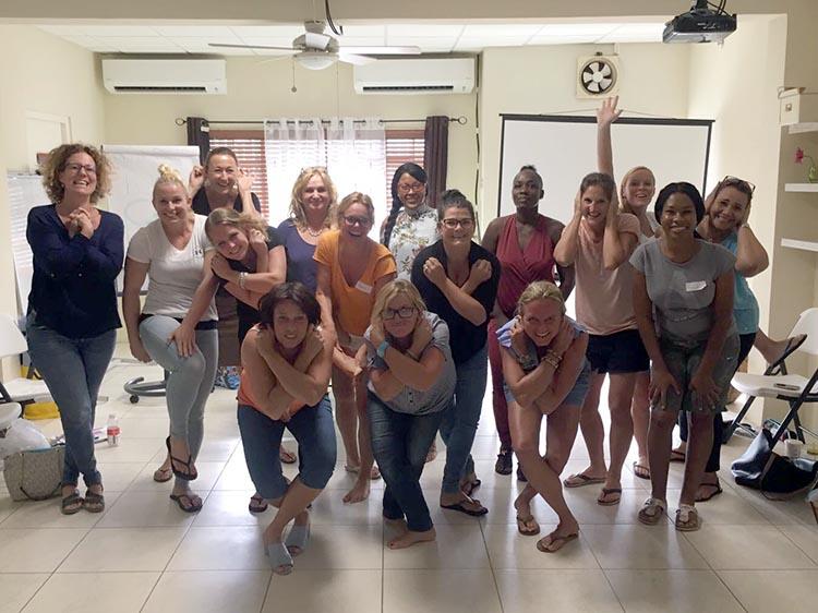 Deelnemers in Curaçao aan de workshop van Carla van Wensen