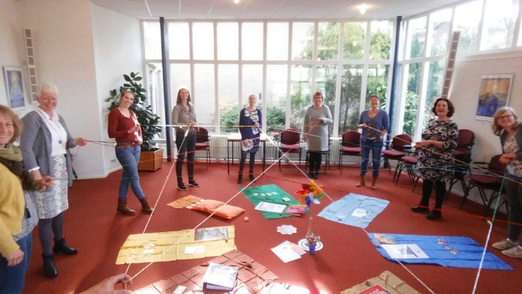 deelnemers KIK Opleiding Nederland tijdens een activiteit met docent Margrete Stoute