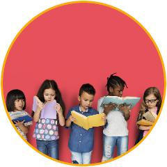 kinderen met boeken in de hand
