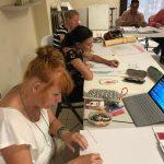 deelnemers KIK Opleiding Curacao 2019 maken een praktische opdracht