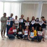 groep deelnemers aruba 2019 laten een gemaakte opdracht zien