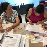 leerlingen werken klassikaal aan opdrachten tijdens de KIK Opleiding Aruba