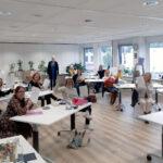 diploma uitreiking KIK Opleiding 2020 in lokaal met docente Margrete Stoute